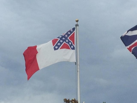 Members of the Marion County Board of County Commissioners voted unanimously Tuesday to reinstate the Confederate flag atop a county building.